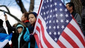 Hispanos protestan contra medidas migratorias de Donald Trump