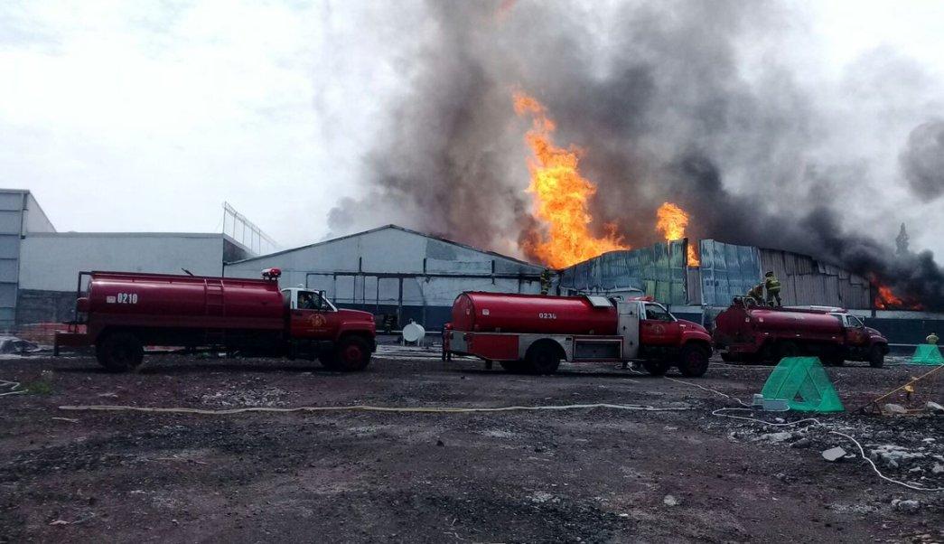 Incendio en bodega de vinos en Iztacalco