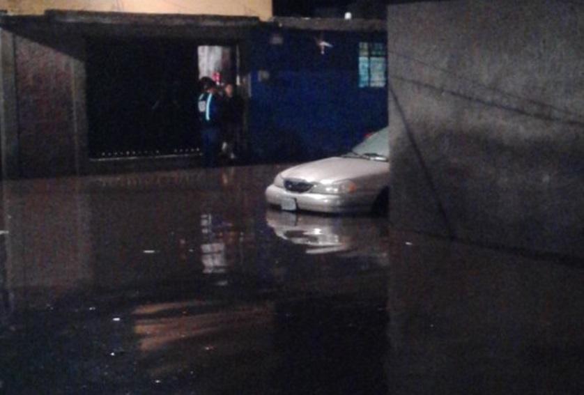 Inundaciones en Santa Cruz Xochitepec, Xochimilco (Twitter:@Gustavo53389632)