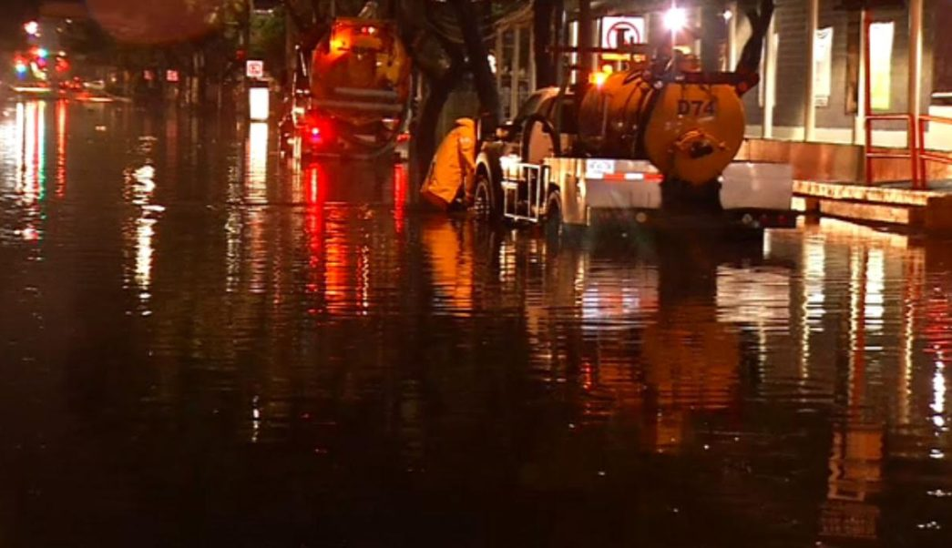 Lluvias provocan inundaciones y caída de árboles en la CDMX