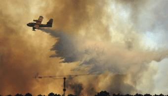 Avion cisterna combate incendios en Portugal