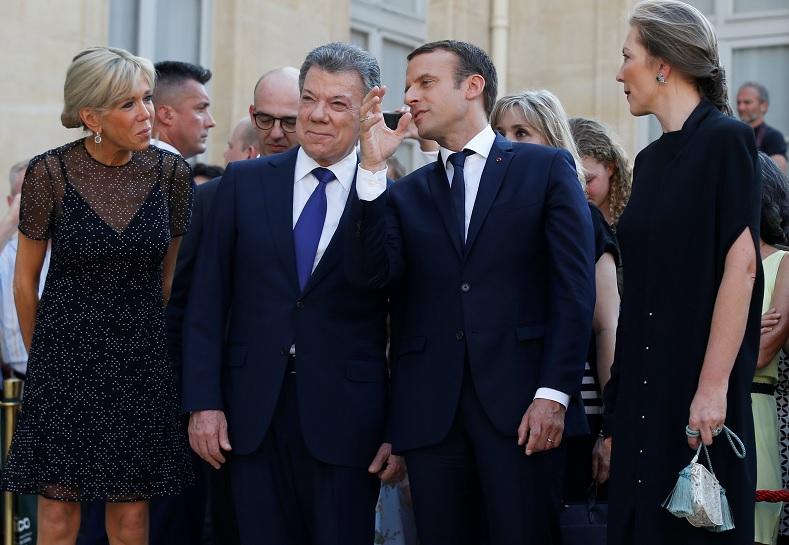 El presidente colombiano Juan Manuel Santos y su homólogo el presidente francés Emmanuel Macron (Reuters)