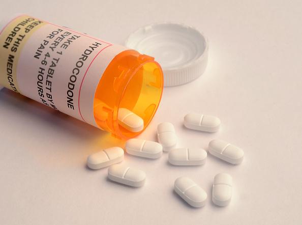 Envase con medicamento a base de opioide