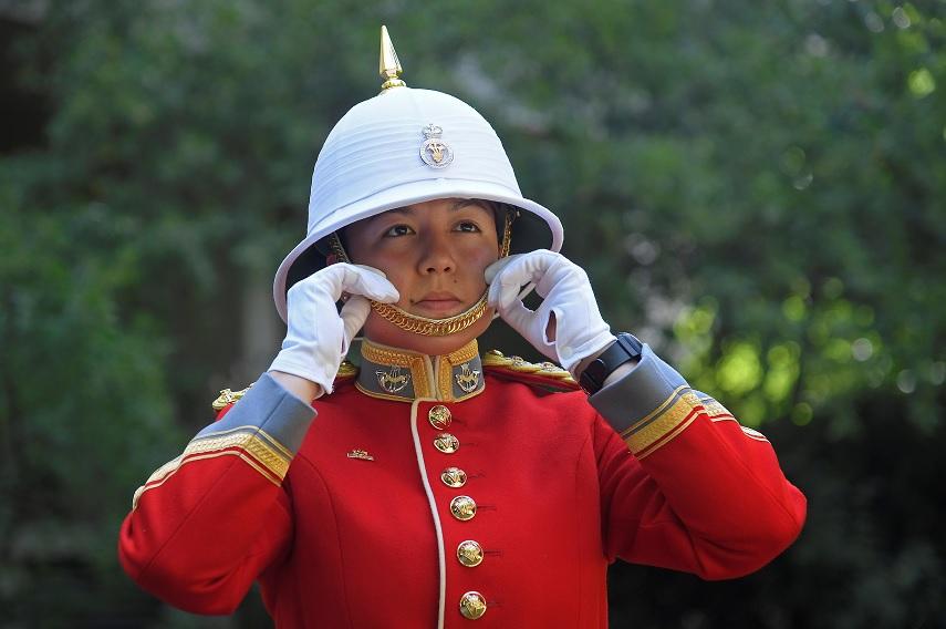 Megan Couto, la primera mujer en liderar la Guardia Real Británica