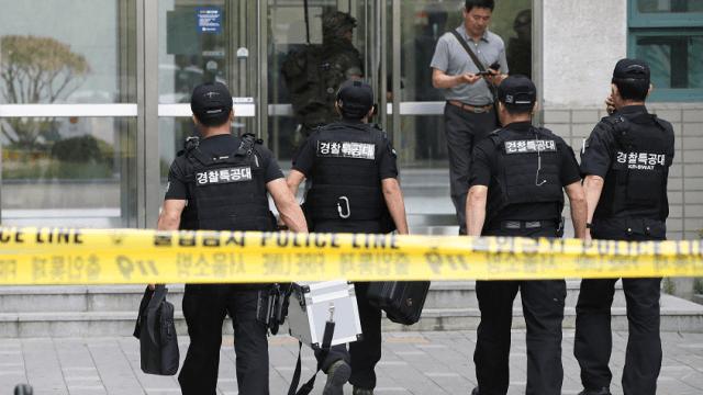 Policias llegan a universidad en seul tras explosion
