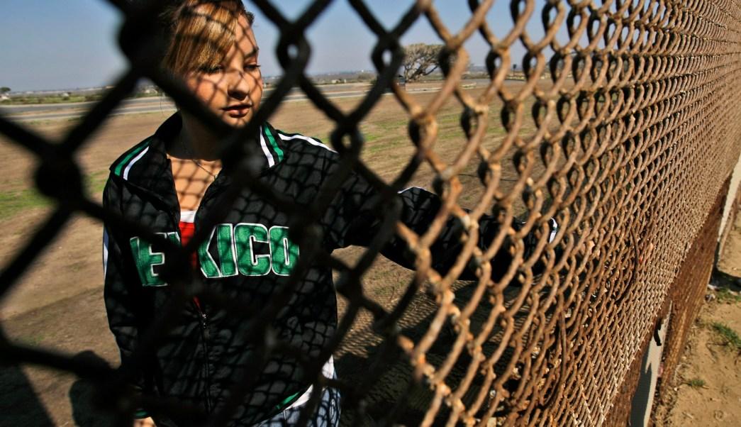 Niña mexicana del lado estadounidense de la frontera con México