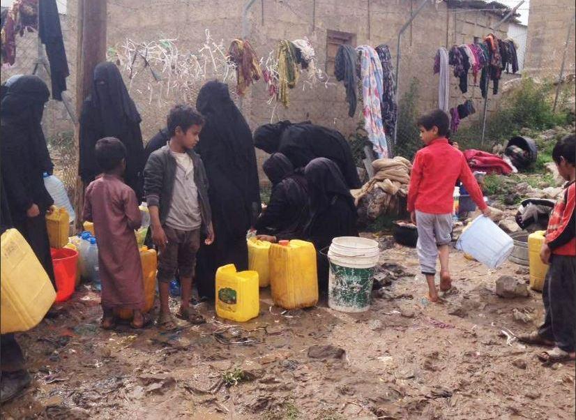 yemenies buscan agua potable