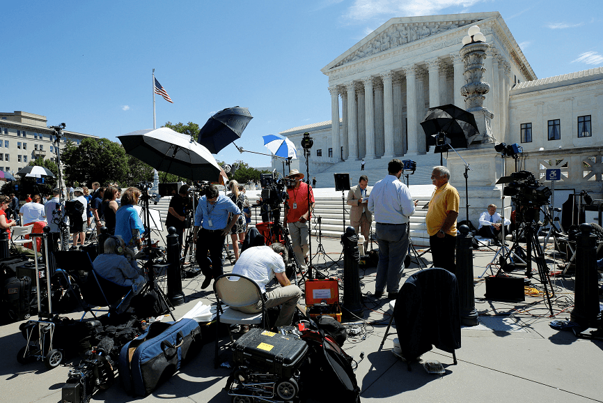 Periodistas frente el Tribunal Supremo de Estados Unidos