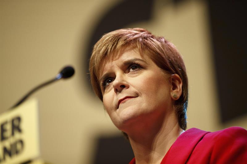 Primera ministra de Escocia pospone plan