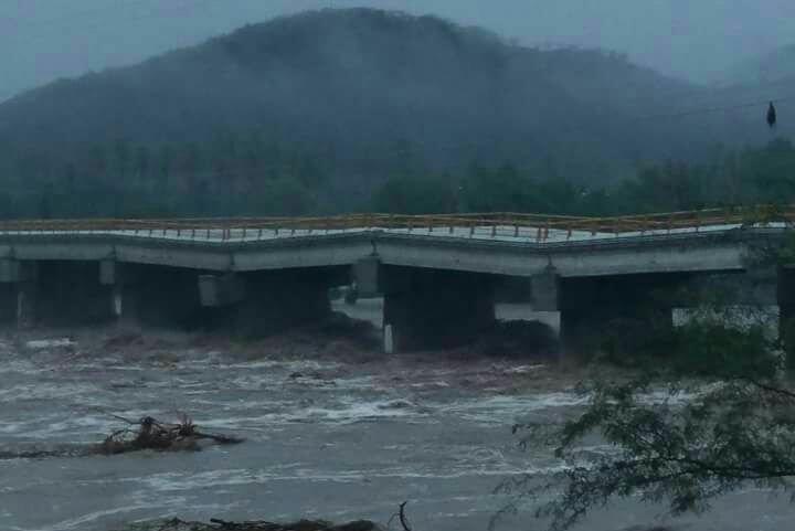 Puente de Tequisistlán sufre afectaciones por lluvias de Beatriz
