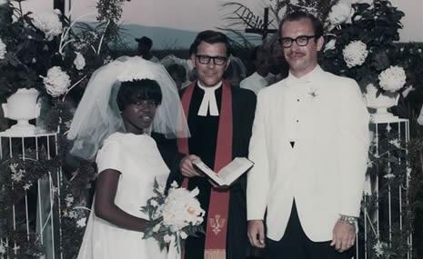 Gloria y Leroy Griffith durante su boda celebrada en agosto de 1969, la primera pareja interracial que se casó en Chattanooga, en Tennessee (EFE)