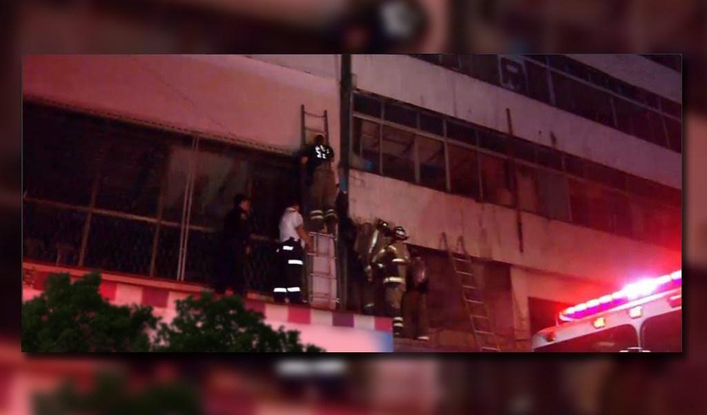 Personal de urgencias rescatan a ladron