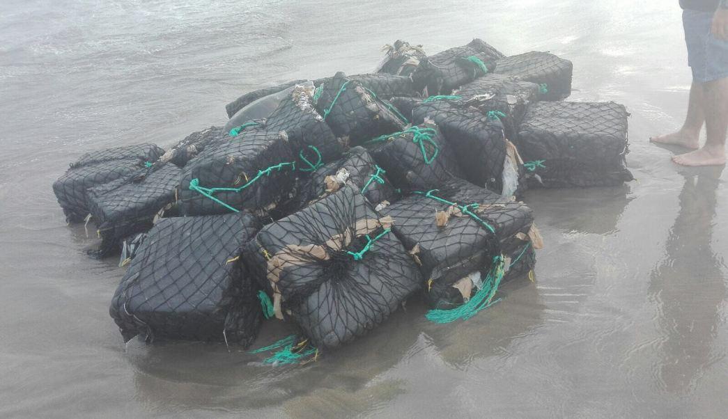 Cocaína encontrada en la playa de Barra Vieja en Acapulco