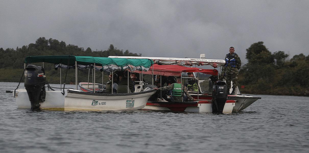 Busqueda de sobrevivientes en Colombia tras naufragio