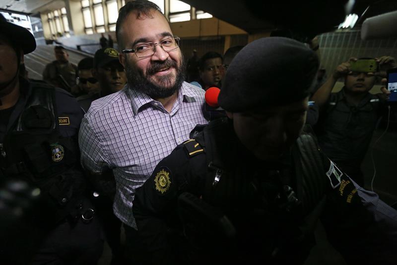 Sonriente, Javier Duarte acepta enfrentar acusaciones en México
