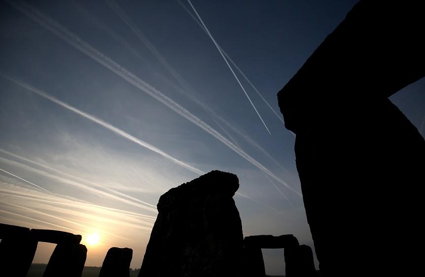 El sol se levanta sobre las piedras del monumento de Stonehenge (Reuters)