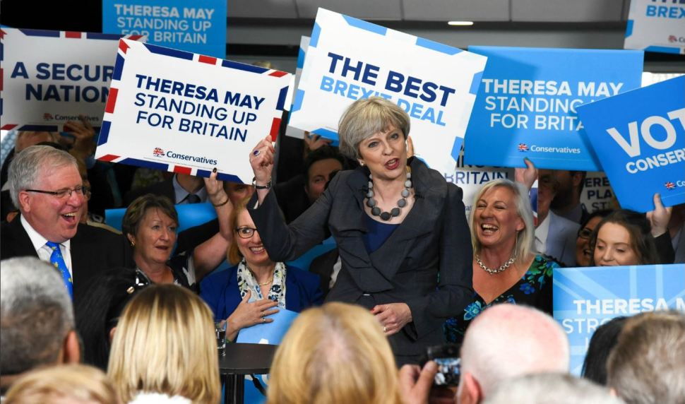 Theresa May participa en un evento electoral