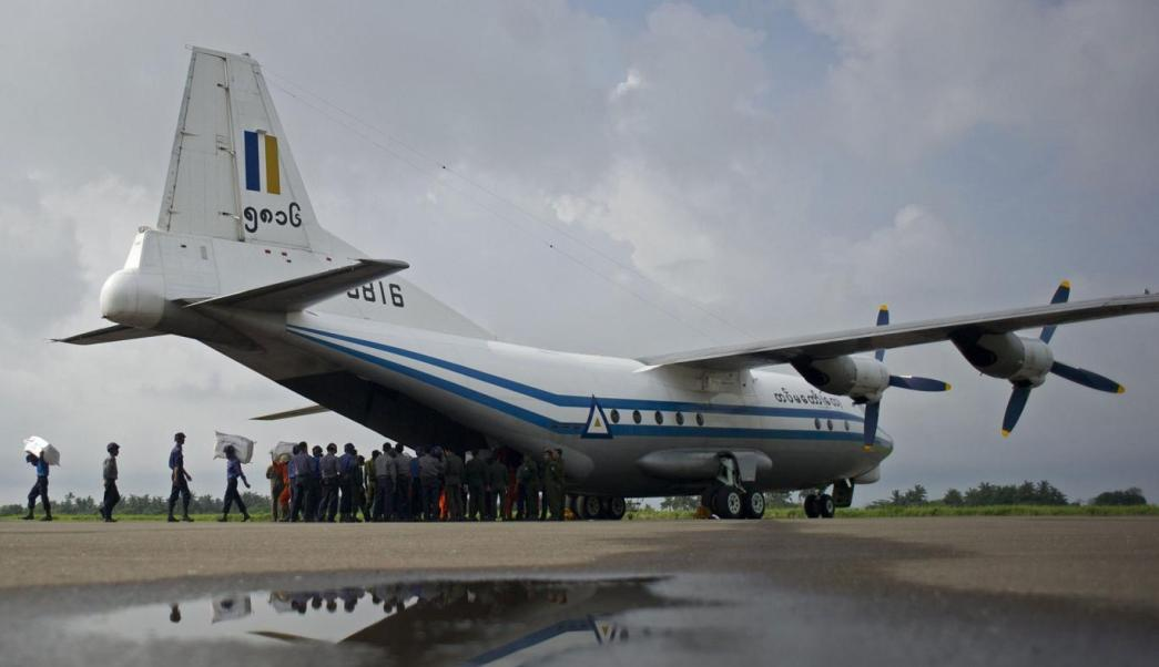 Accidente, avión, militar, Birmania, cuerpos, océano,