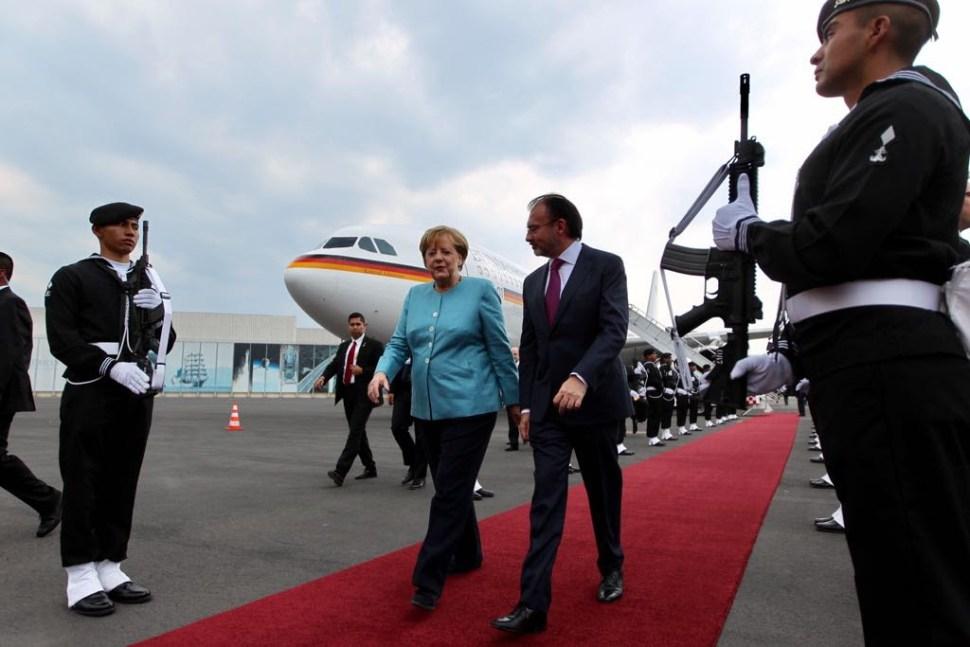 Llega Angela Merkel a México
