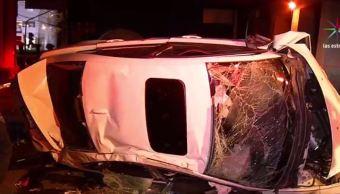 vehiculo sale de la autopista mexico-toluca y cae 15 metros abajo