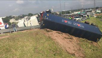 Accidente con trailer sobre el circuito exterior mexiquense