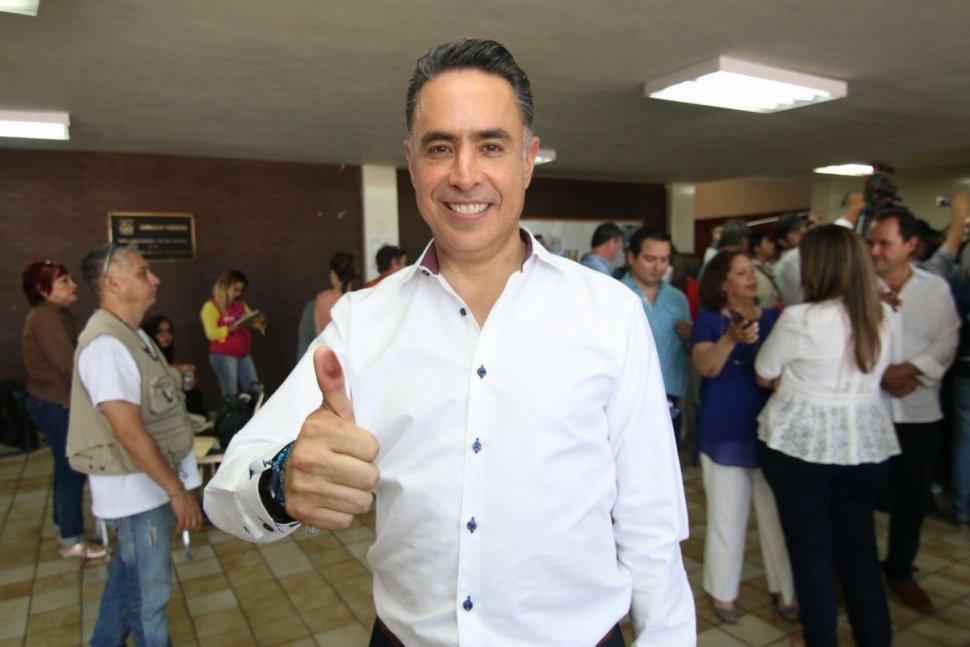 Vota Guillermo Anaya Llamas, candidato a la gubernatura de Coahuila por la coalición Alianza Ciudadana por Coahuila
