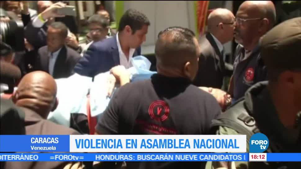 Simpatizantes, Maduro, atacan Parlamento, Venezuela, manifestaciones, protestas