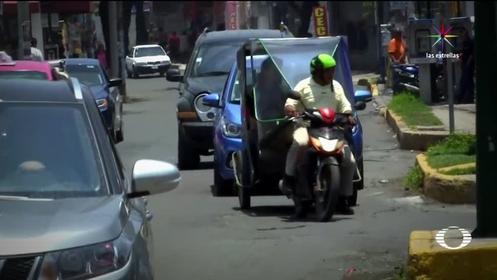 Choferes Mototaxistas torean operativos en Tláhuac