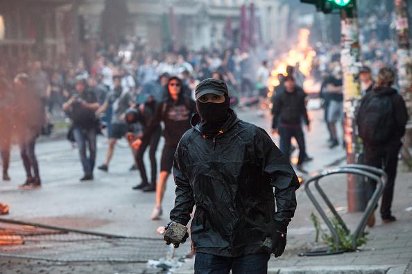 manifestantes, enfrentamientos, protestas violentas, alemania, hamburgo