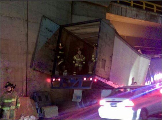 Accidente de trailer afecta la circulacion en constituyentes
