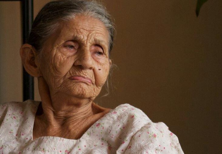 adultos mayores mueren tristeza abandono familiar
