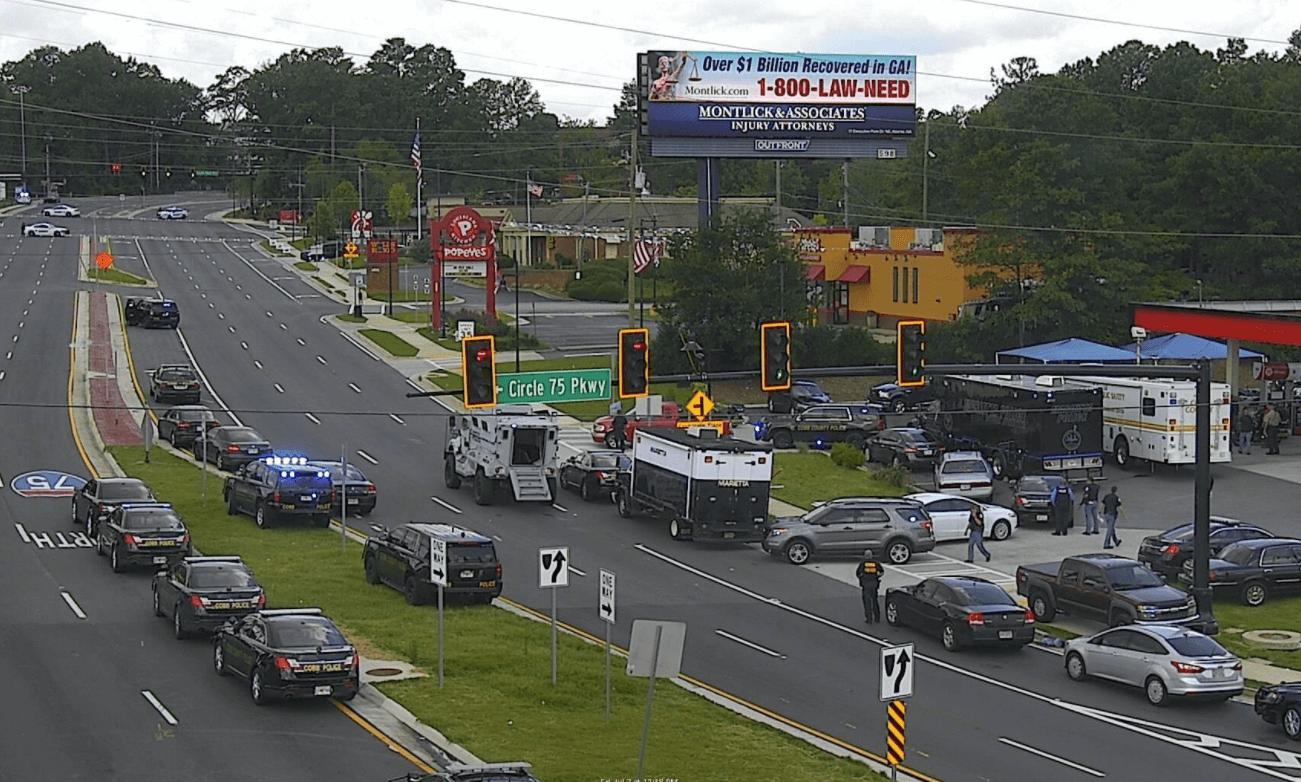 Policía abate a hombre que tomó rehenes y amenazó con bomba — Atlanta