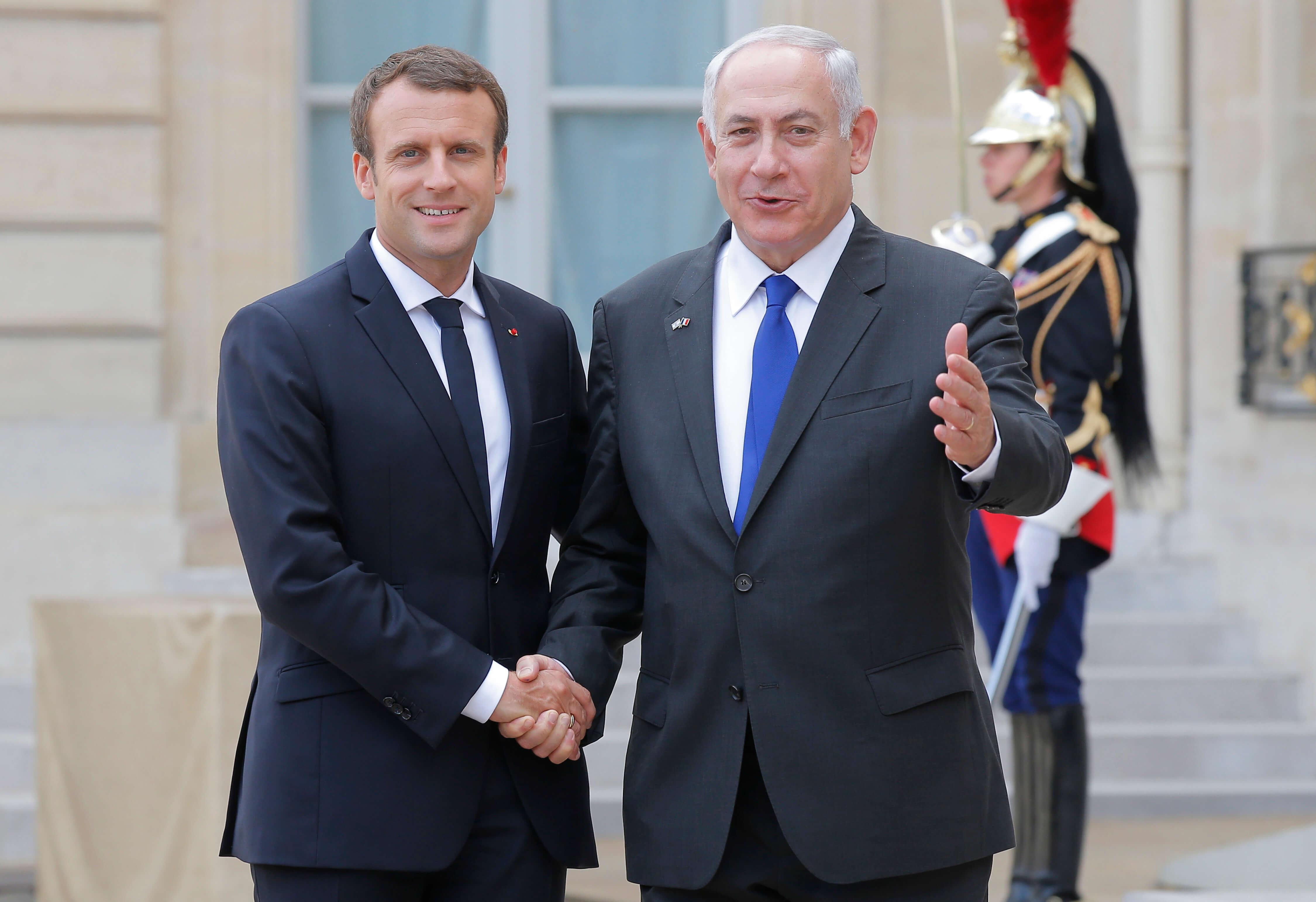 Macron pide reanudar negociación entre israelíes y palestinos