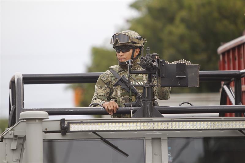 Defensa de actividades ilegales en México frontal y desafiante
