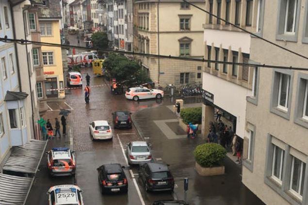 Hombre Ataque Motosierra Canton Schaffhousen Detenido