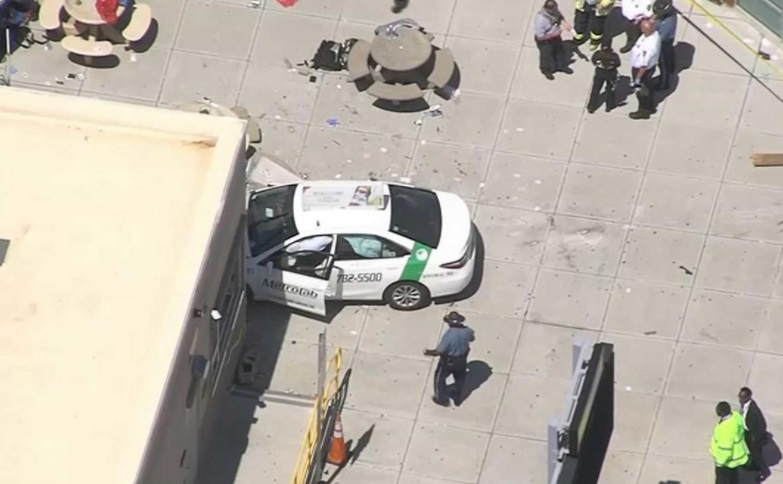 Vehículo involucrado en incidente en Boston, Massachusetts (Twitter:@ErikRosalesCBN)