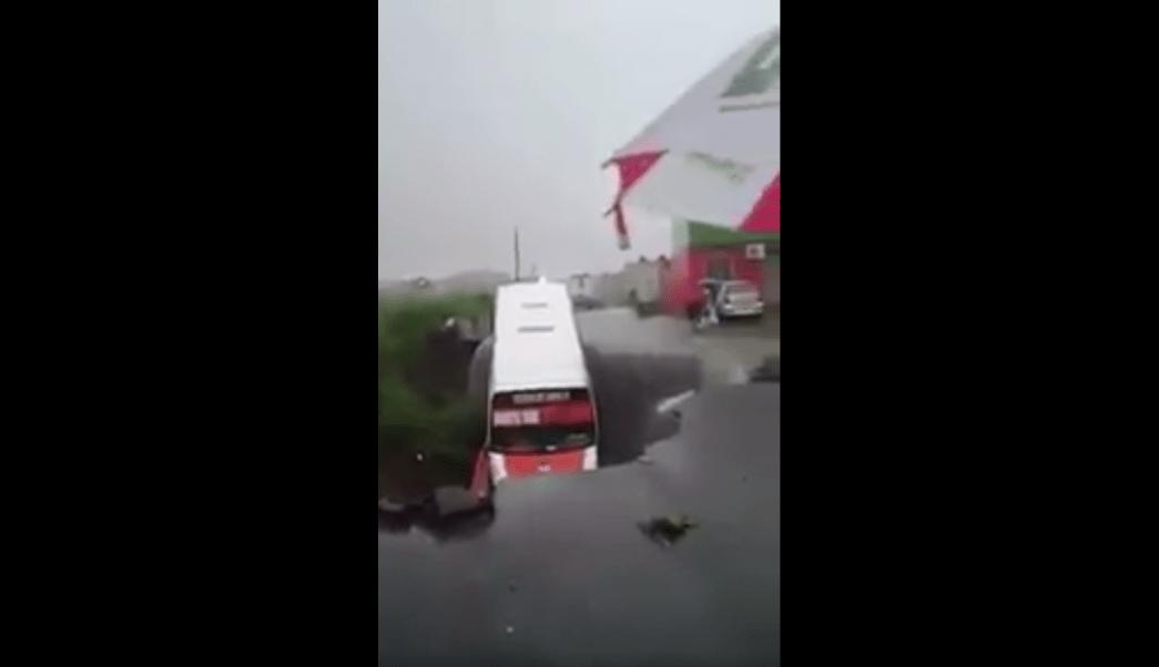 Autobús, socavón, Veracruz