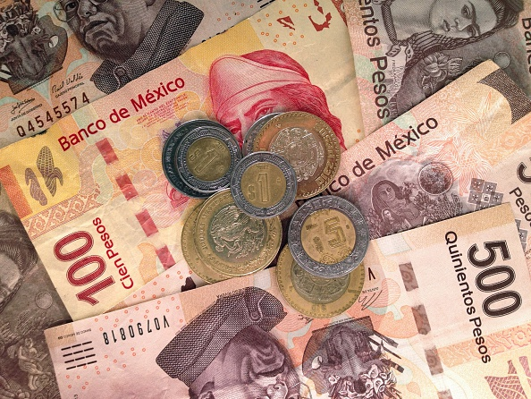 Billetes y monedas de denominación mexicana