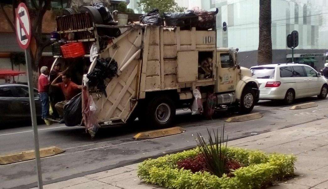 Los camiones de basura se llevarán residuos sólidos. (Twitter @alfonsorenter13/Archivo)