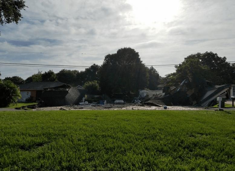 Socavón 'se traga' dos casas en Florida