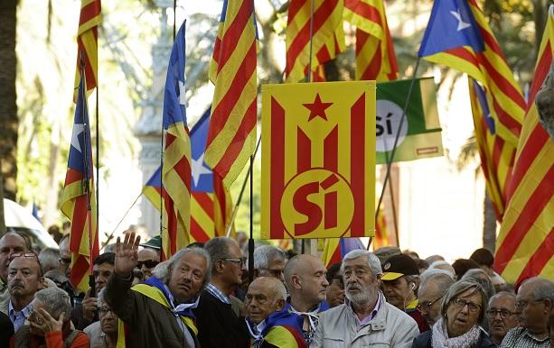 El gobierno catalán planea un nuevo referéndum independentista (AP)