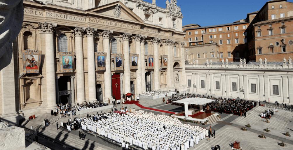 Ceremonia de canonización en el Vaticano