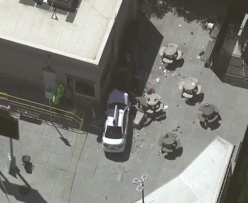 Vehículo arrolló a peatones cerca de Boston Logan International Airpor (Foto: Facebook FOX 26 Houston)
