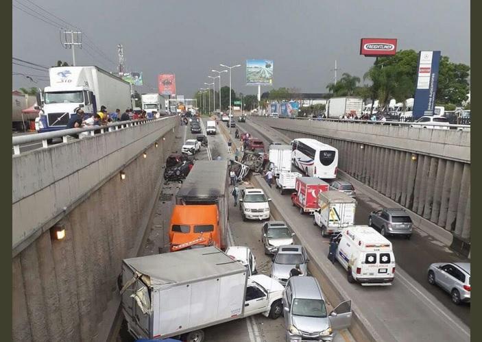 Se registra choque múltiple en Guadalajara; sobre carretera a Nogales