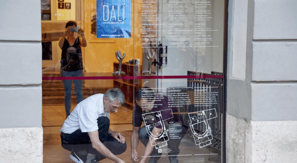 Cierran museo de Salvador Dalí tras exhumación de restos del pintor