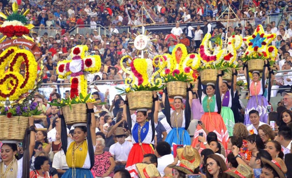 Más de 50 mil personas disfrutaron de las presentaciones de la Guelaguetza. (Twitter Alejandro Murat)