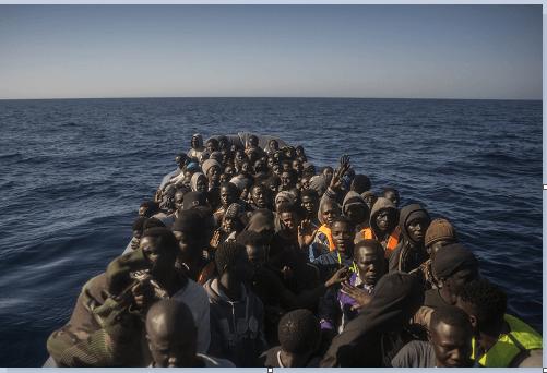 Decenas de refugiados buscan llegar a Europa