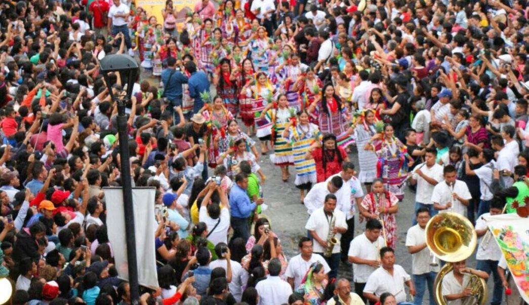 Danzantes, Guelaguetza, Desfilan, Oaxaca, Calles, Tradicion, Auditorio, Estados,
