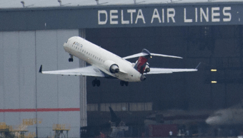 Despegue de un avión de Delta Airlines