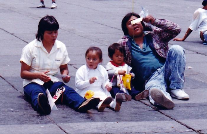Eclipse Total de Sol, Eclipse 1991, Eclipse de Sol, Zócalo, Centro Histórico, familia